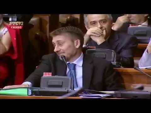 Šešelj potkačio autora diplomskog rada Tomislava Nikolića: Ljubiša, klimni glavom!