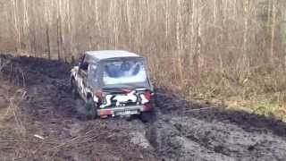 jeep wj 4 7 v8 h q standart vs serious off roaders in mud