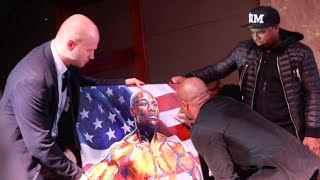 SUPERSTAR FLOYD MAYWEATHER SIGNS STUNNING PORTRAIT OF HIMSELF BY THE AMAZING ARTIST PATRICK KILLIAN