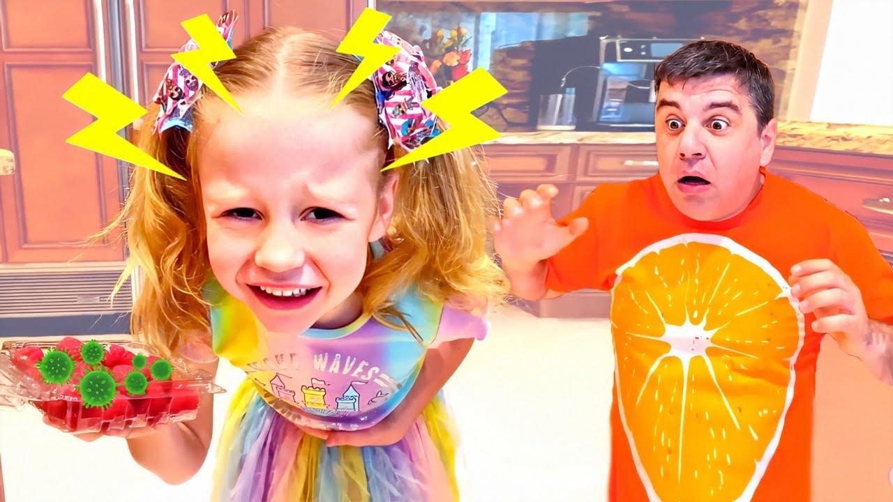 ناستيا يلعب مع ليغو!! ليغو تعلق في وجه بابا
