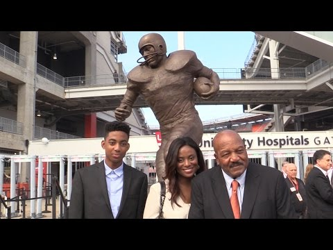 Jim Brown statue unveiled by Cleveland Browns at FirstEnergy Stadium