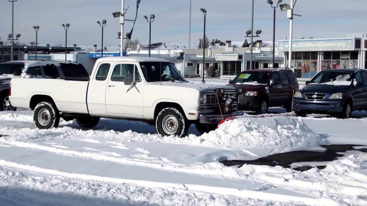 Dodge Plow Truck >> 1976 Dodge W200 Plow Truck Snow Plow Youtube