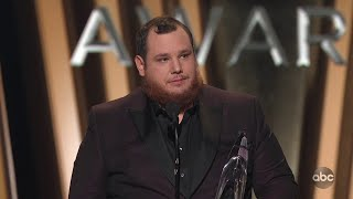 Luke Combs Wins Male Vocalist of the Year at CMA Awards 2019 - The CMA Awards