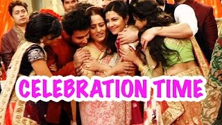 Video Celebration time for the Birla family? download MP3, 3GP, MP4, WEBM, AVI, FLV Juli 2018