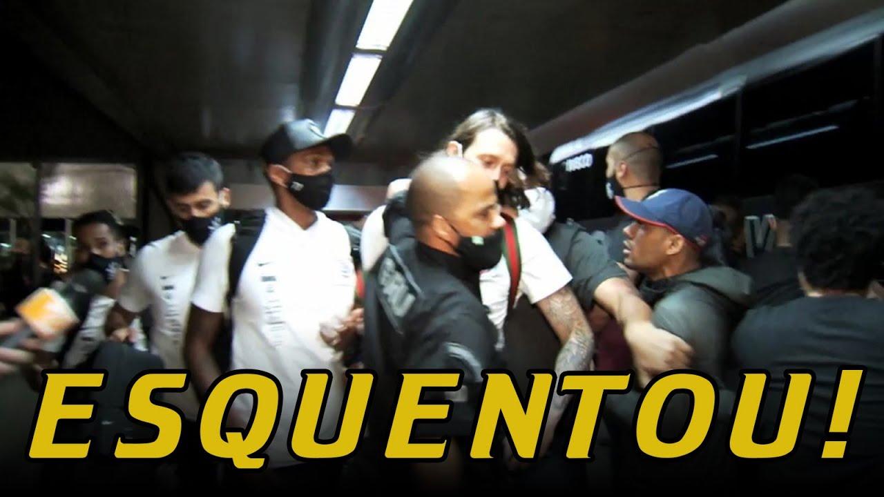 TORCEDORES do #CORINTHIANS cobram JOGADORES no AEROPORTO!