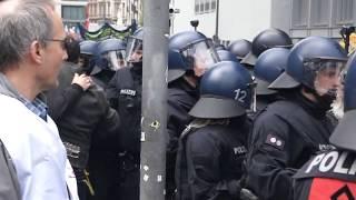 Blockupy Frankfurt 2013 - Gewalttätiger Einbruch der Polizei in die friedliche Demo