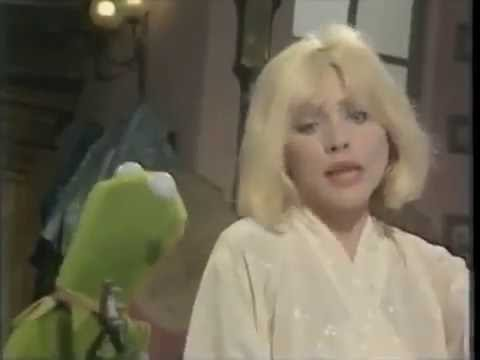 Debbie Harry Sings 'The Rainbow Connection' With Kermit On The Muppet Show