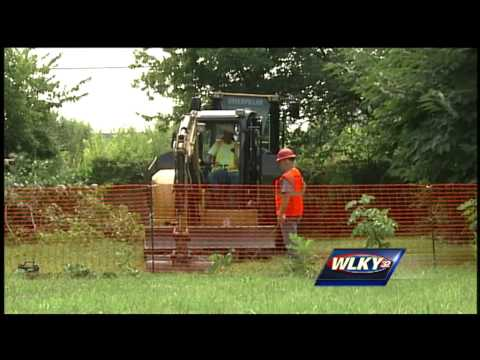 crews-removing-contaminated-soil-from-louisville-neighborhood