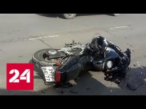 """На юго-востоке Москвы столкнулись мотоцикл и """"КамАЗ"""" - Россия 24"""