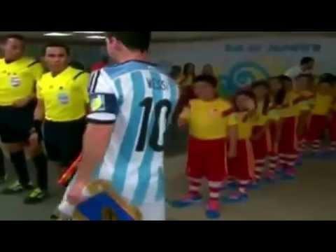 Messi ignores kid's handshake