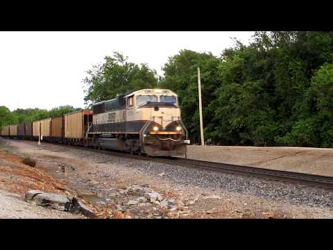 HD: Lots of long freight trains roll through a busy junction!
