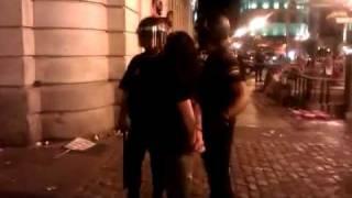 La policia del Nuevo Orden Mundial contra la libertad de expresión