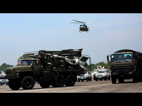 Venezuela military flexes muscles along Colombia border