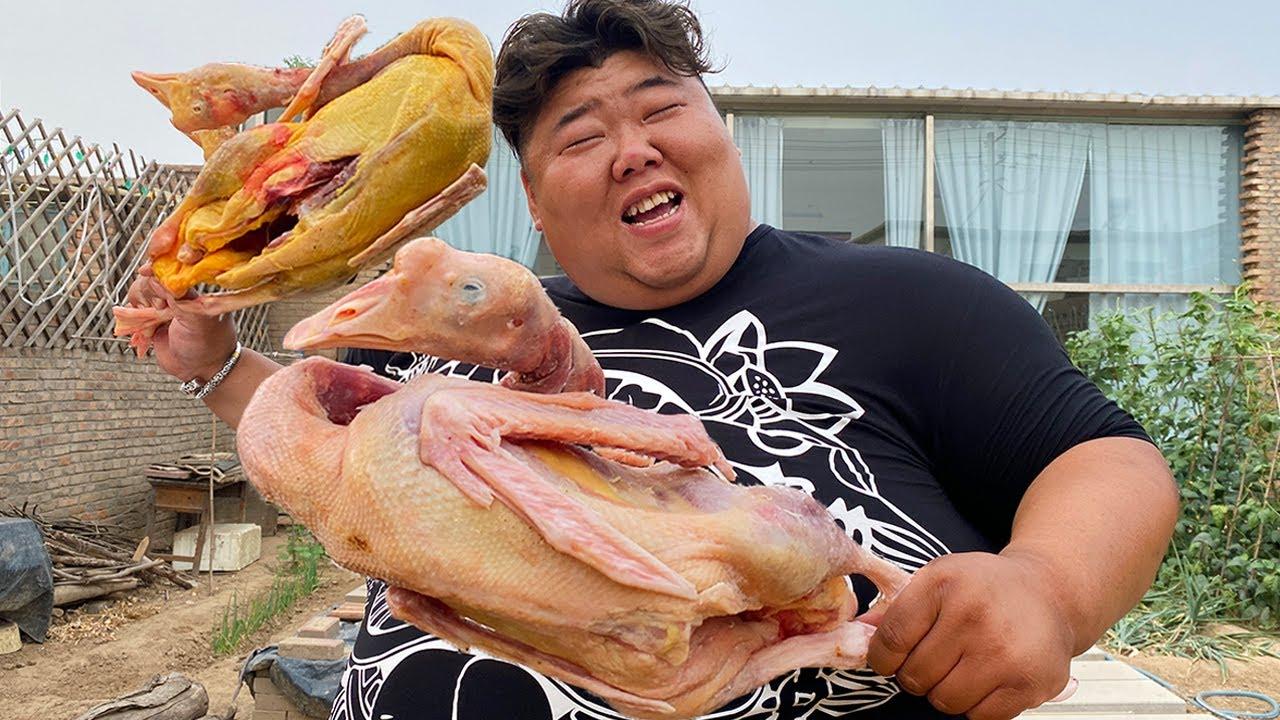 """十几个朋友做客小院,谁能抵住猴哥""""铁锅炖大鹅""""的诱惑?口水成河了!【胖猴仔】"""
