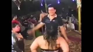 رقص فاجرة مبربرة وبيمص بزها علي المسرح