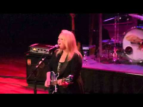 Mary Chapin Carpenter, Girls With Guitars