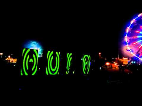 Hula sign and ferris wheel