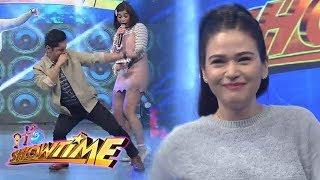 """It's Showtime: Carlo and Bela dance to """"Taga-Saan Ka"""" Challenge"""
