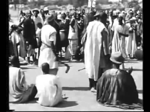 Documentaire La mort du  Mogho Naaba Sagha II  roi Mossi  a  1957 (Jean Rouch)