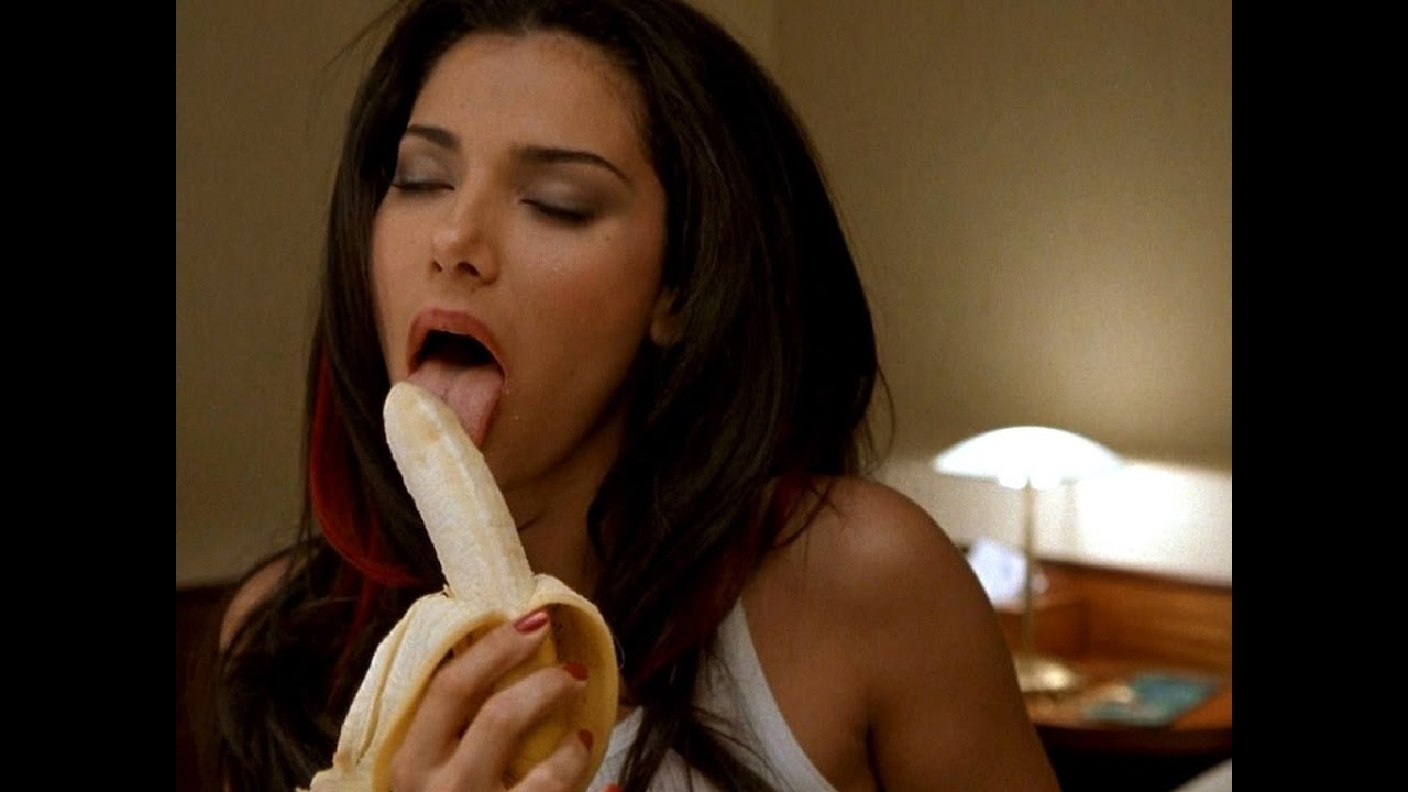 Девка лижет банан, порно азиатка расплатилась за долги мужа