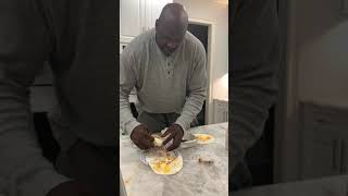 I'm the kitchen with shaq  the master of ALA CHICKEN WRAPS