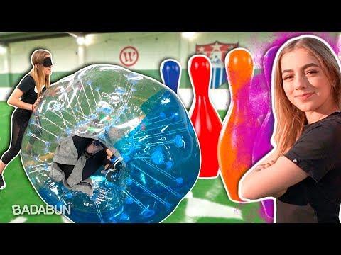 YouTubers Mujeres VS Boliche Gigante | El tamaño si importa amigos