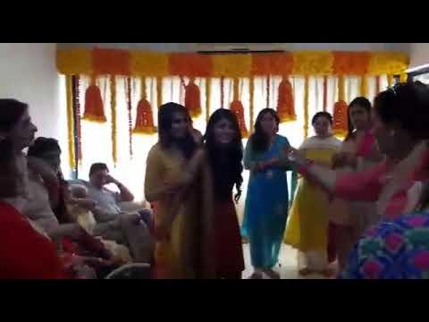 Mehndi Ceremony Meaning : Ladies presented a bhangra gidha dance performance the mehndi