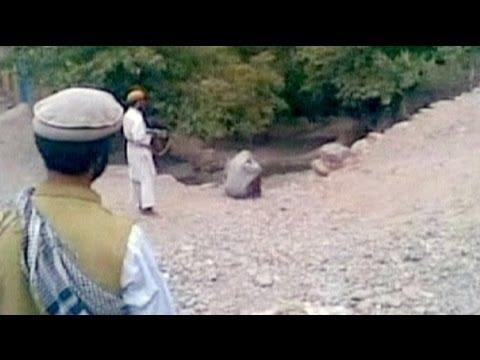 اعدام یک زن در ملا عام در افغانستان