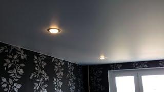 Установка сатиновых серых натяжных потолков