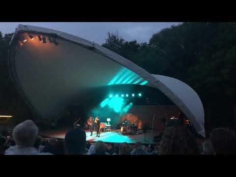 """Walk In The Park"" - Serena Ryder & Colin MacDonald (Niagara-on-the-Lake, Ontario)"
