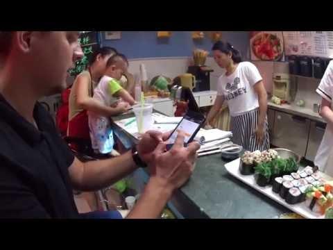 Суши и роллы в стрёмной китайской забегаловке. Китайские сушисты. Жизнь в Китае! Chinese Street Food