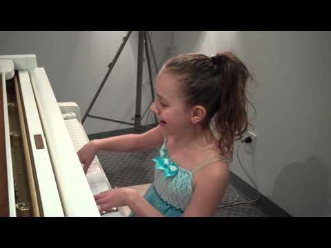 9 yr old girl (Capri) plays piano & sings 'Let It Go'-Amazing!