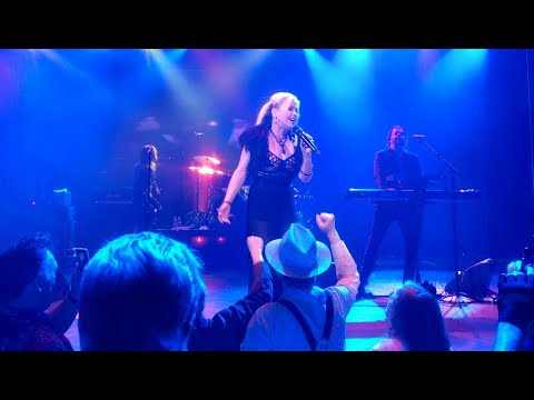 Berlin & Terri Nunn - No More Words - Music Video LIVE on the 2017 80's Cruise (Pro Audio)