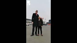 Gambar cover Dünyanın en uzun adamı