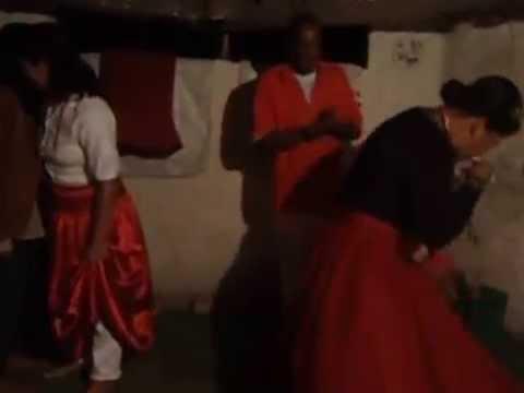 Chegada da Pombagira Rainha na festa de seu Tranca-Ruas