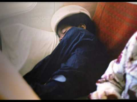 *CUTE* Photo Of Michael Jackson Sleeping In The Plane* SO SWEET*