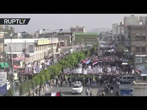Yemenis protest Saudi bombing & 'traitors supporting war of aggression'