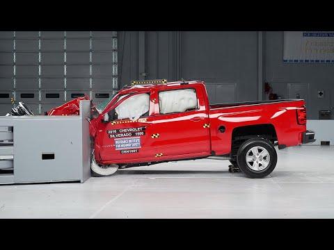 2016 Chevrolet Silverado 1500 crew cab driver-side small overlap test