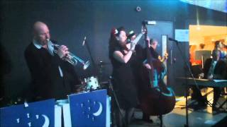 Laura B and the Moonlighters-Act Right.wmv