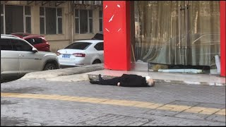 Vũ Hán: Thi thể nằm trên phố, không ai dám tới gần (VOA)