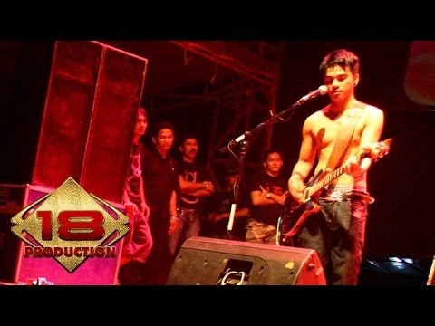 Ungu - Berjanjilah   (Live Konser Bontang kaltim 12 Juli 2006) Mp3