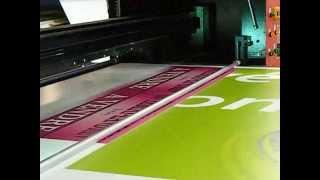 Impression à plat pour vos panneaux publicitaires grand format