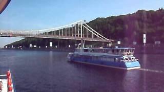 Motor vessel drives Dnepr in Kiev.avi(Идём на теплоходе по Днепру, обгоняем другие теплоходы, проходим под мостом через Днепр., 2011-05-24T14:28:23.000Z)