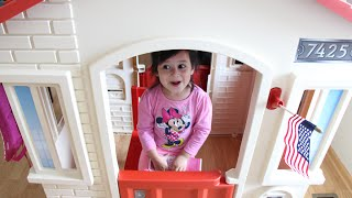 Little Tikes Cape Cottage Playhouse (Inside and Outside Playhouse for Kids)
