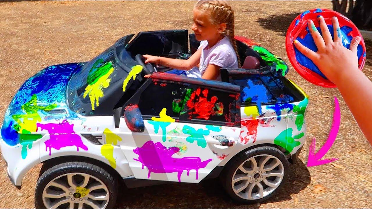 Las Ratitas pintan el coche con pinturas de colores