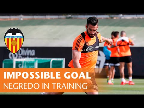 Álvaro Negredo | Impossible goal before Valencia CF-Real Madrid match |skills