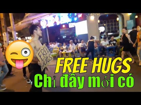 [Tha hồ mà ôm] FREE HUGS Bui Vien walking street  | Guide Saigon Food