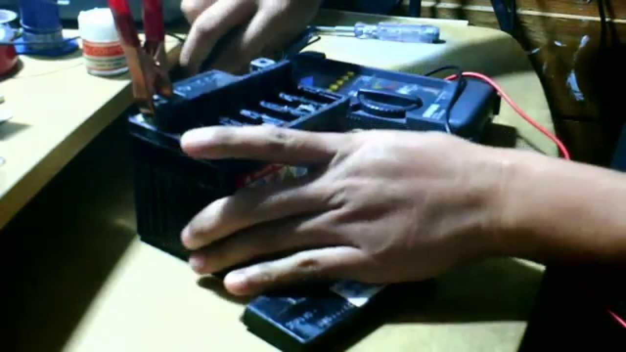Mengganti Elektrolit Battrai Aki Kering 12 Volt Dengan Air Aqua