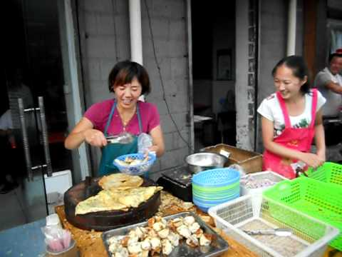 Getting Breakfast in Uptown Zhengzhou, Henan Province, China; DSCN1398.AVI