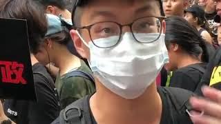 为何香港警察要将示威者往死里打?